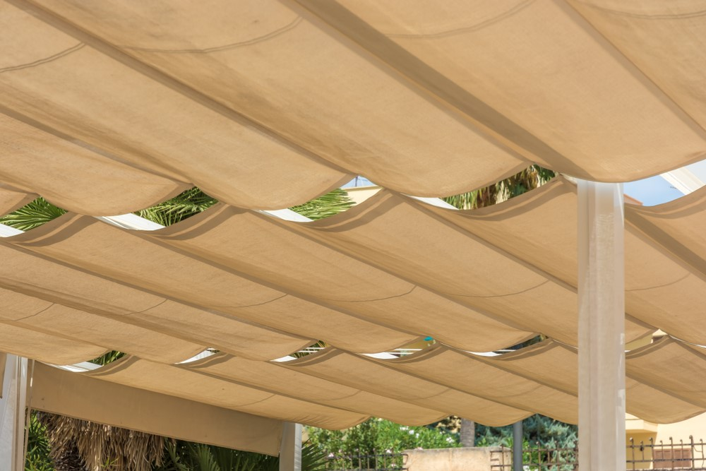 Roofing of a terrace with rope tensioning awnings.